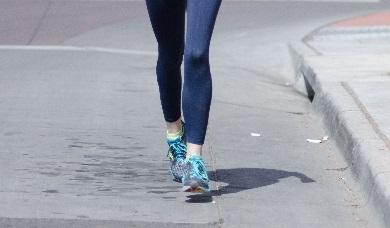 ランナーは歩道を走ろう