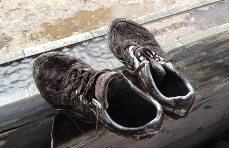 泥だらけのスパイクを洗わなくては