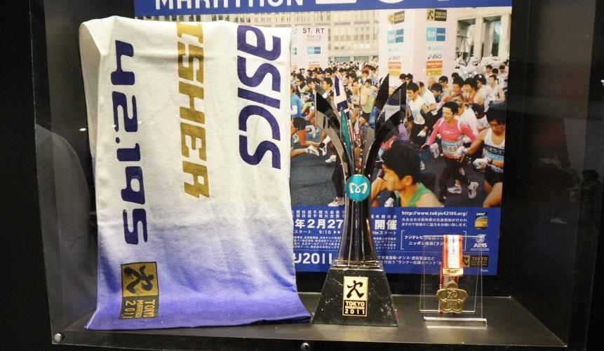 東京マラソン2011 トロフィー・完走メダル・フィニッシャータオル